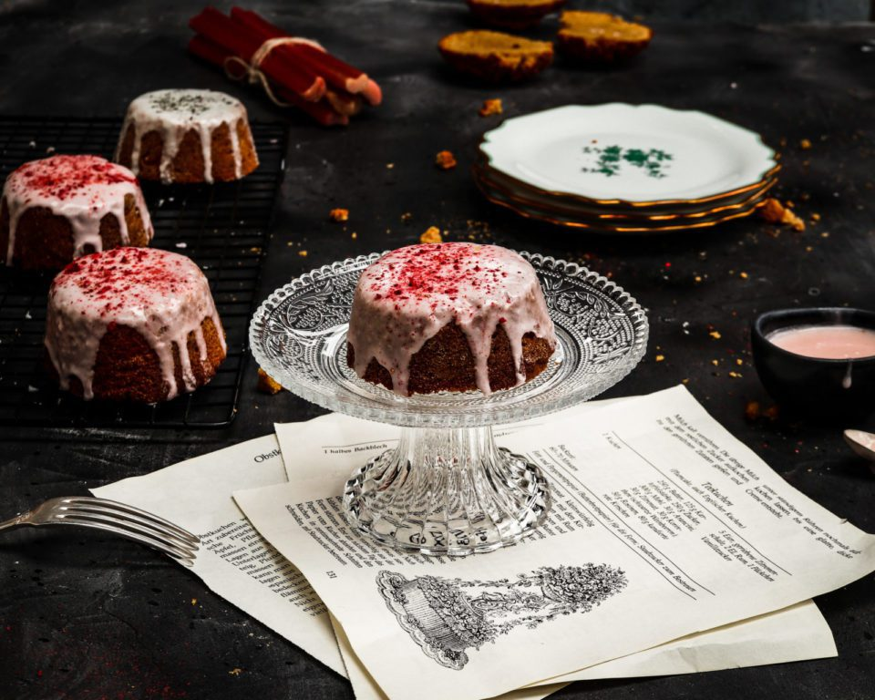 Mini cakes cook book pages, whit plates, glaze on dark underground