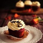 Red Velvet Cupcakes wit White Chocolate Frosting