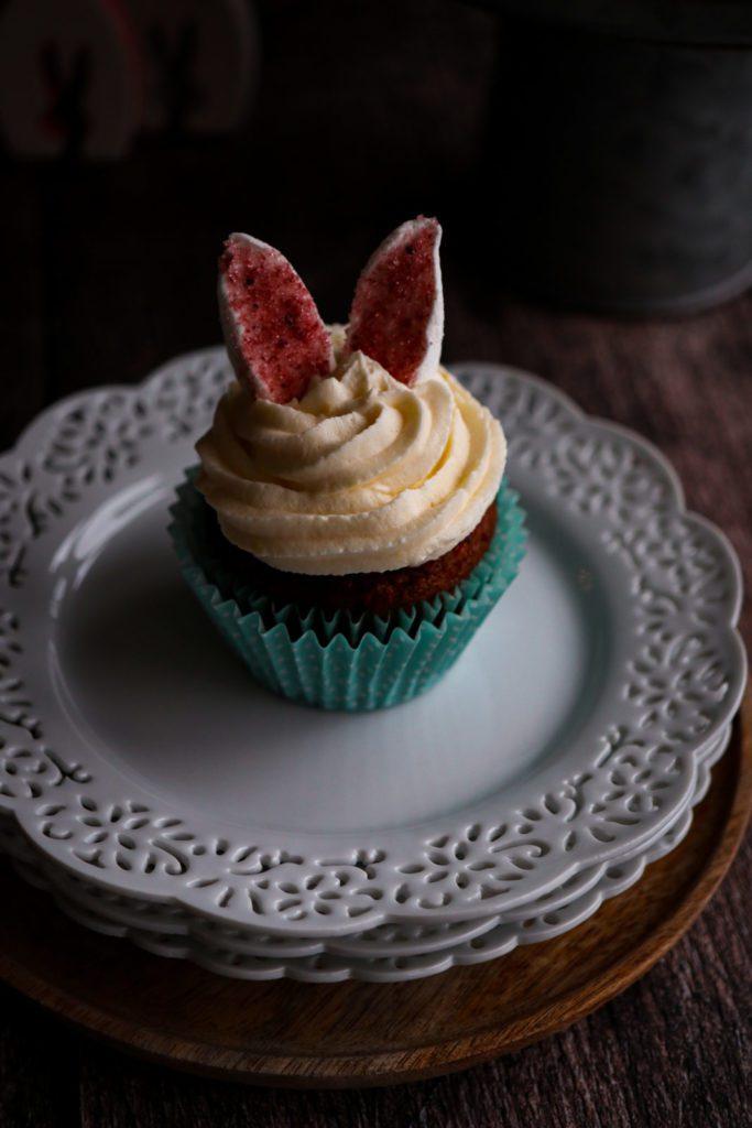easy recipe for moist and fluffy carrot cake , carrot, pineapple, walnuts, coconut, raisin